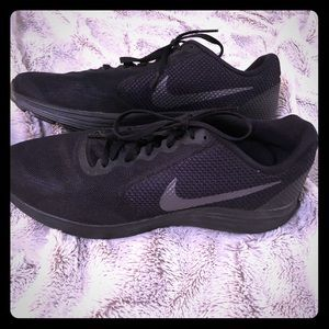 Nike Revolution 3. Black Athletic Shoe.